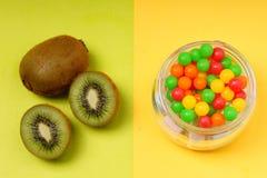 Kiwi und/oder Süßigkeit Lizenzfreie Stockbilder