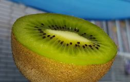 Kiwi w sekci rżnięty kiwi Kiwi shooted zakończenie Zdjęcie Royalty Free