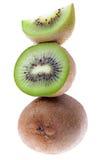 Kiwifrüchte in einer Spalte Stockbilder