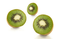 Kiwifruchthälften Stockbilder