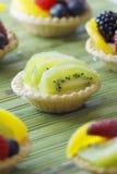 Kiwifruchttörtchen lizenzfreie stockbilder