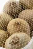 Kiwifruit met netto wordt behandeld die Stock Afbeeldingen