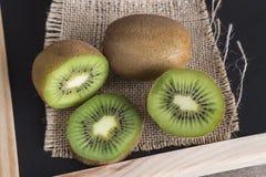 Kiwifruits cortados Fotografia de Stock