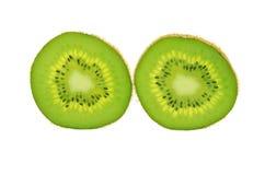 Kiwifruitscheibe lokalisiert auf einem weißen Hintergrund Stockbilder