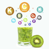Kiwifruktsaft royaltyfria bilder