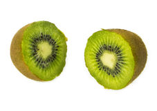 Kiwis frais coupés en tranches d'isolement Images stock