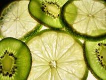 Kiwis und Kalke Lizenzfreies Stockfoto