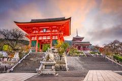 Kiyomizu寺庙在京都 免版税图库摄影