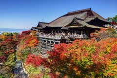 Kiyomizu-dera寺庙在秋天 免版税库存图片