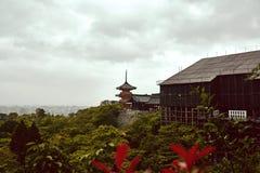 Kiyomizu-dera tempel i Kyoto, Japan royaltyfria bilder