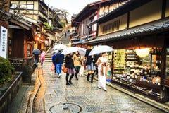 Kiyomizu-dera tempelport i Kyoto, Japan Arkivfoton