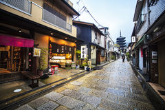 Kiyomizu-dera tempelport i Kyoto, Japan Arkivbilder