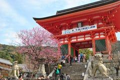 Kiyomizu deratempel i Kyoto, Japan Arkivfoto