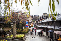 Kiyomizu-deratempel-Tor in Kyoto, Japan Stockbilder