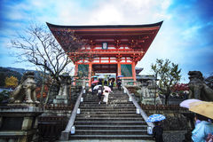 Kiyomizu-deratempel-Tor in Kyoto, Japan Lizenzfreie Stockfotos