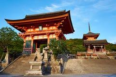Kiyomizudera寺庙门在日本 免版税库存图片