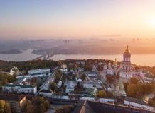 Kiyv Ukraina kiev lavra pechersk Powietrzna truteń fotografia Widok jeździec Dnipro i most Mgła i wschodu słońca światło target55 zdjęcia royalty free