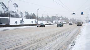 Kiyv Verkehr in einem Schneesturm Stockbild