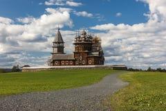 Kizhi ö, Petrozavodsk, Karelia, rysk federation - Augusti 20, 2018: Folk arkitektur och historien av konstruktionsnollan arkivbild