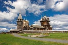 Kizhi wyspa, Petrozavodsk, Karelia, federacja rosyjska - Sierpień 20, 2018: Ludowa architektura i historia budowa o zdjęcia stock