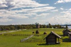 Kizhieiland, Petrozavodsk, Karelië, Russische Federatie - 20 Augustus, 2018: Volksarchitectuur en de geschiedenis van de bouw o stock foto's