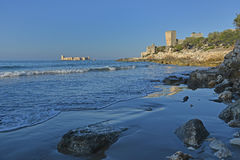 Kizkalesi forteca w morzu i innych antycznych ruinach Fotografia Stock