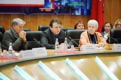 Kizyakov帖木尔谈话在生活和人的事件莫斯科 免版税库存照片