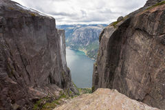 Kjeragbolten en Norvège Photo libre de droits