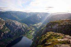Kjeragbolten Noruega fotos de stock royalty free