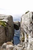 Kjeragbolten in Norvegia Fotografie Stock Libere da Diritti
