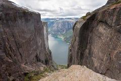 Kjeragbolten in Norwegen Lizenzfreies Stockfoto