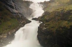 Kjosfossen de la línea ferrocarril de Flam en Noruega Fotos de archivo