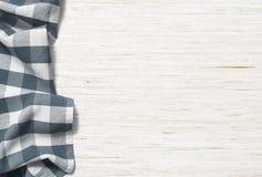 Köksbordbakgrund med picknicktorkduken Royaltyfri Foto