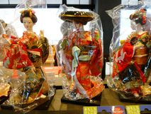 Klä dans av GeishaJapanese dockor Fotografering för Bildbyråer
