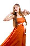 klä den trevliga orangen för ladyen Fotografering för Bildbyråer