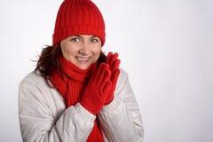 klädd le vinterkvinna royaltyfria foton