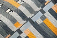 Klädd modern byggnad för färgglad metall Arkivfoton