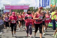 klädd rosa start Fotografering för Bildbyråer