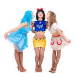 klädda flickor som poserar docka tre Royaltyfri Bild