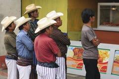 kläder easter traditionella guatemala Arkivfoton