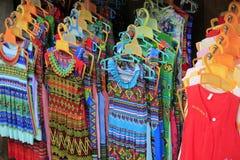 Kläder för kvinnor i den Sapa staden `, royaltyfri bild