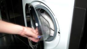 Kläder för washes för tvagningmaskin stock video