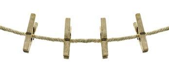 Kläder hänger på ett rep som isoleras på en vit bakgrund Arkivbild