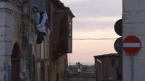 Kläder i luften på solnedgången lager videofilmer