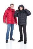 kläder man ner vinterbarn Arkivfoto
