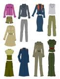 Kläder med beståndsdelar av militär stil Arkivfoto