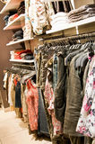 kläder shoppar Arkivfoto