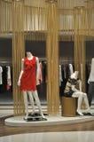 Kläder shoppar in Fotografering för Bildbyråer