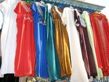 kläder shoppar tunis royaltyfri fotografi