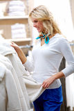 kläder som ser vinter Royaltyfria Foton